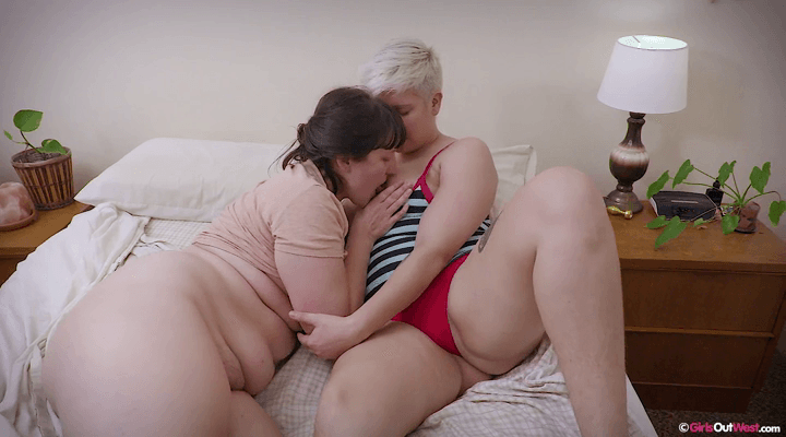 GirlsOutWest – Charlee , Violette