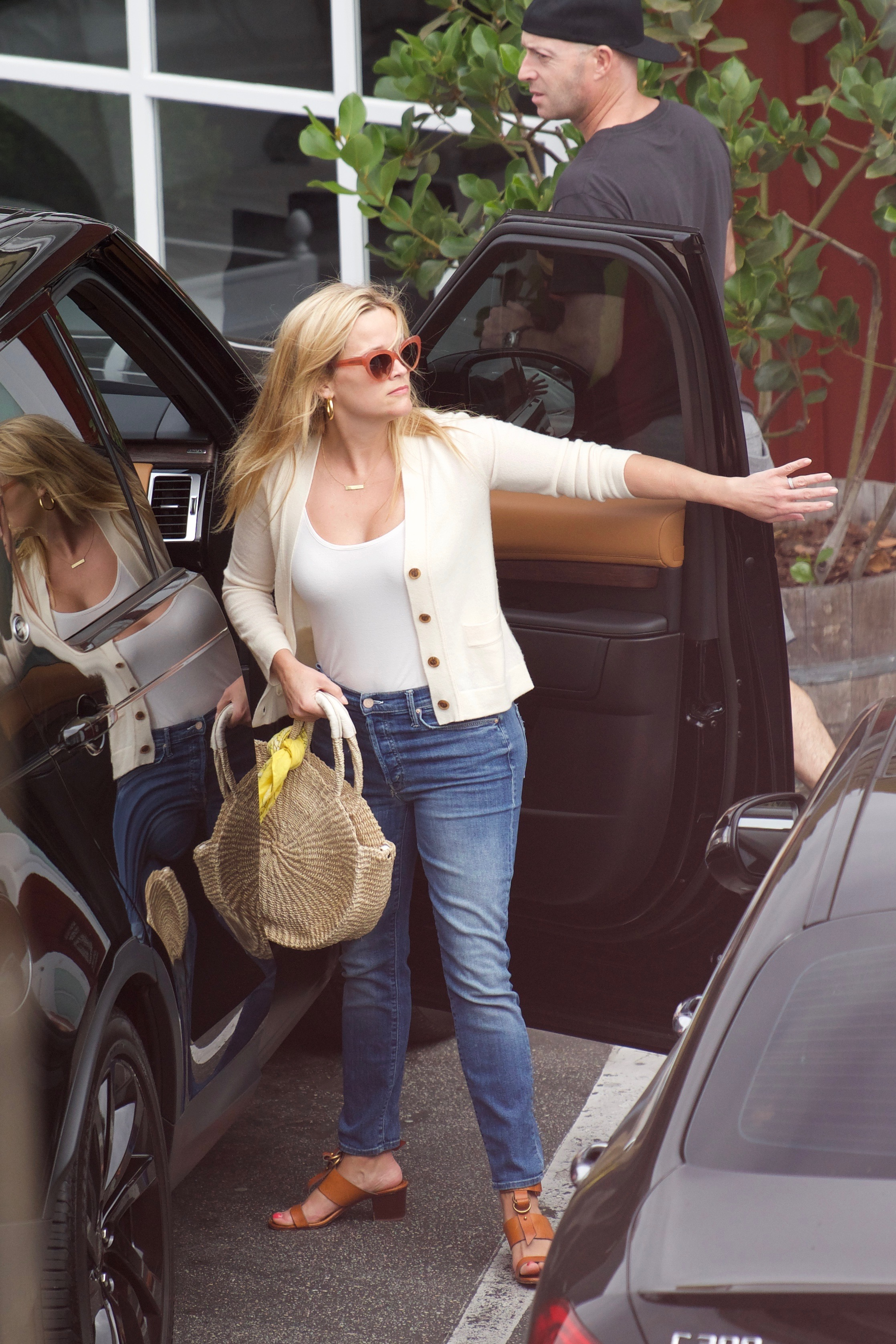 73216913_73214727_reese-witherspoon_16062018p3_47.jpg