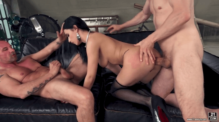 DPFanatics – Nelly Kent – Kinky Couple