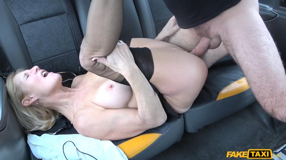 FakeTaxi: Older lady s big pussy lips opened – Molly MILF